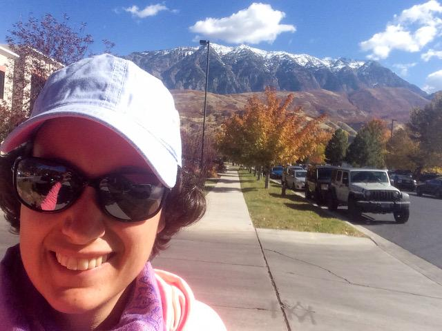 Myrthe taking a selfie with a snow topped mountain in the background.